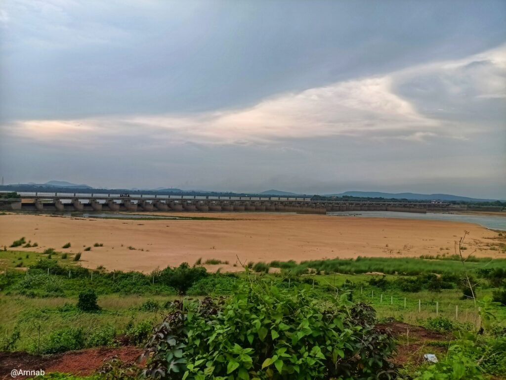 All gates of Naraj Barrage from a visible distance